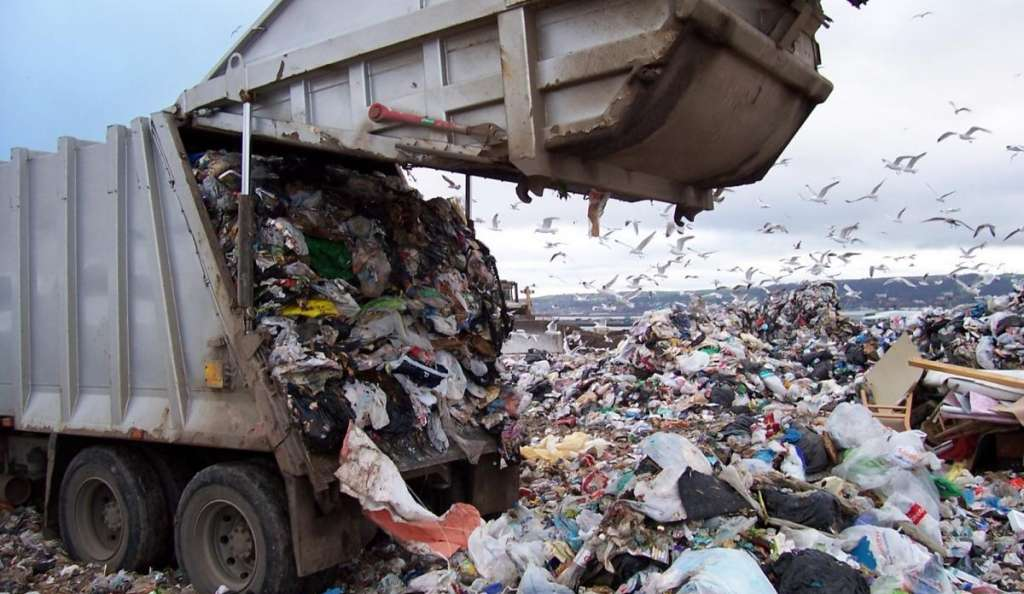 СРОЧНО!!! В Львове мусорный бунт! Горожане перекрыли дорогу! Что же там творится?(ФОТО)