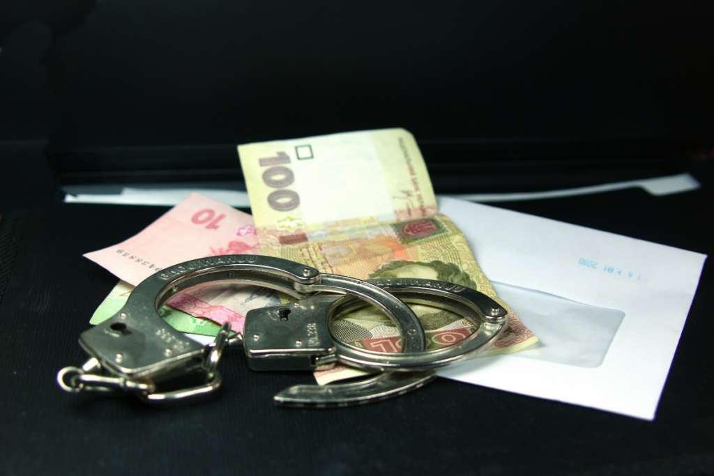 Жадный директор Днепровского коммунального предприятия задержан за взятку