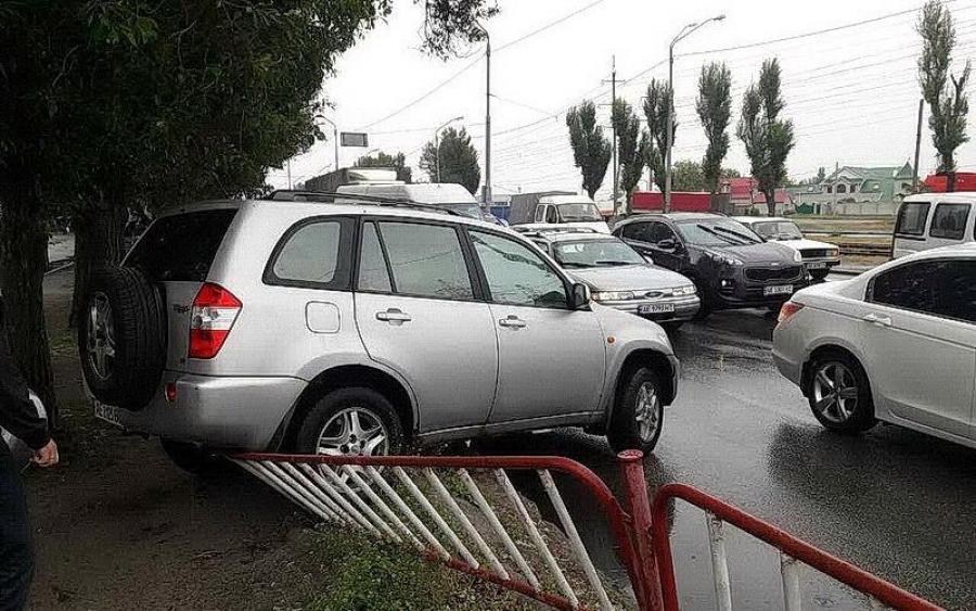 Меня пропустили: автоледи спровоцировала жесткую ДТП в Днепре. Фото впечатляют!