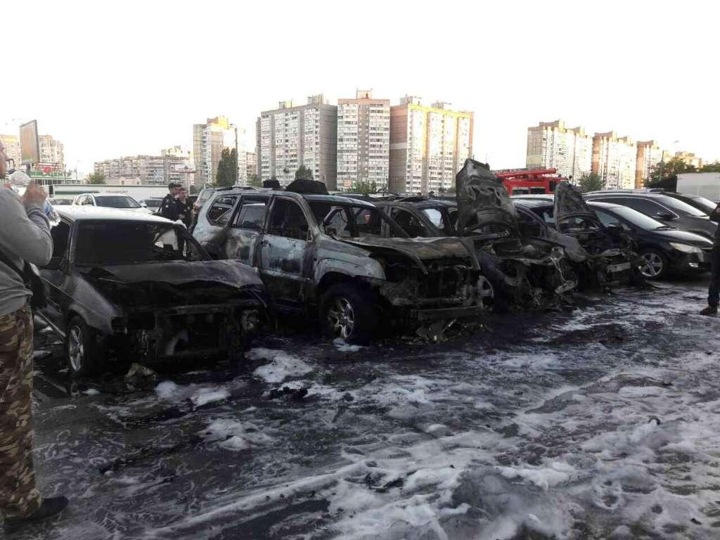 Берегите свои автомобили! В Киеве за ночь сгорали дотла ты автомобили, еще 5 сильно повреждены! Шокирующие фото!
