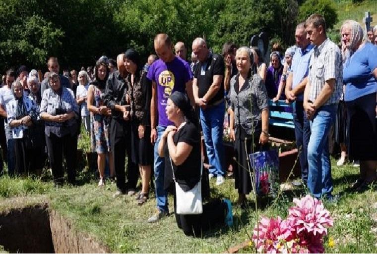 НЕ ДЛЯ СЛАБЫХ!!! Обнародованы страшные фото с места убийства выпускницы, на них больно смотреть