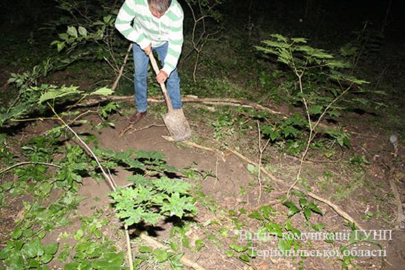 Шокирующая жестокость: мать утопила новорожденного ребенка в унитазе, а тело закопала в лесу (18+)