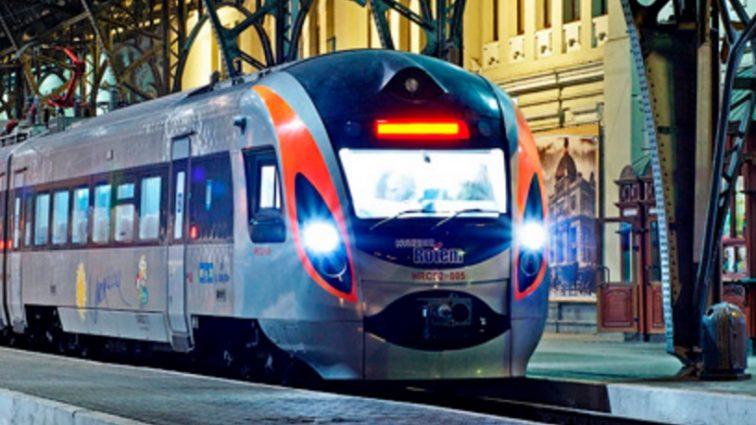 ВНИМАНИЕ! «Укрзализныця» вводит услугу «билеты первой минуты»: Скидки до 1000 грн