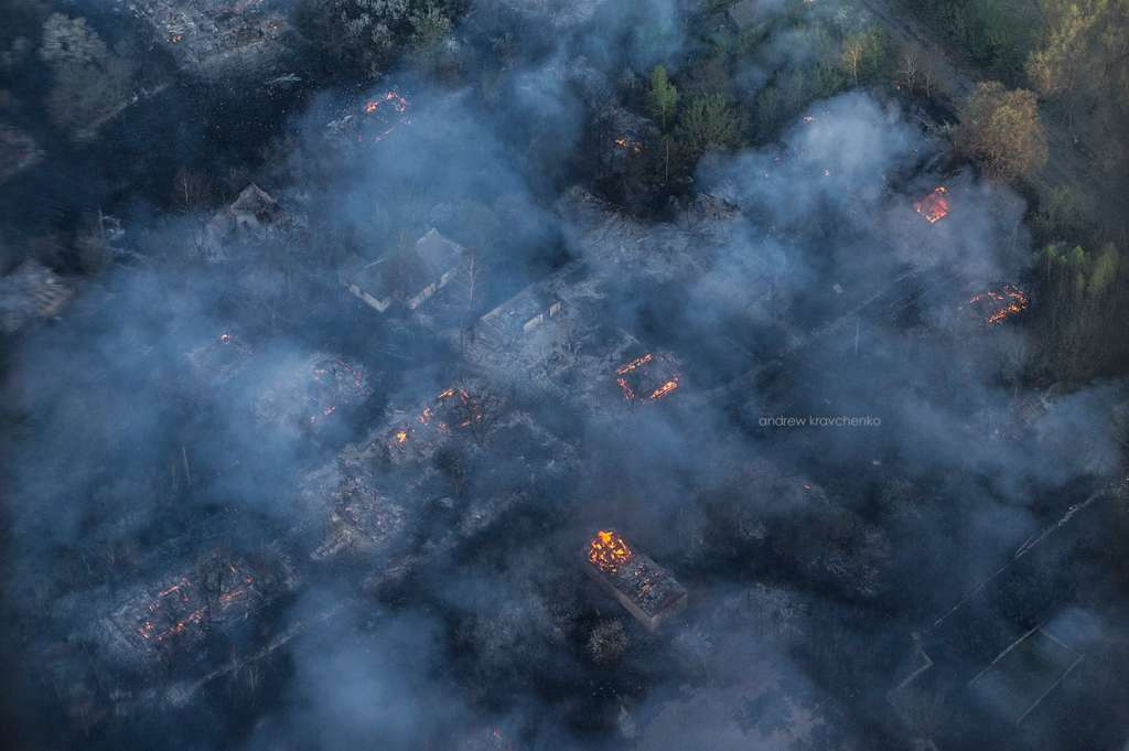 Там настоящий ад!!! В Чернобыле сверхмасштабный пожар, потушить не удается уже вторые сутки. Последствия наводят ужас на весь мир
