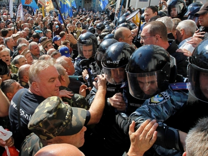 Там ТАКОЕ творится!!! Под Кабмином происходит массовый протест, причина касается каждого украинца