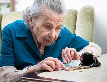 «Пенсионеров должны кормить их дети»: Украина задумались об отмене пенсий! Что же теперь будет?