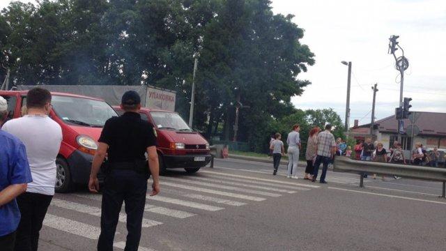 На въезде во Львов жители села перекрыли трассу Львов-Шегини! Причина вас удивит!