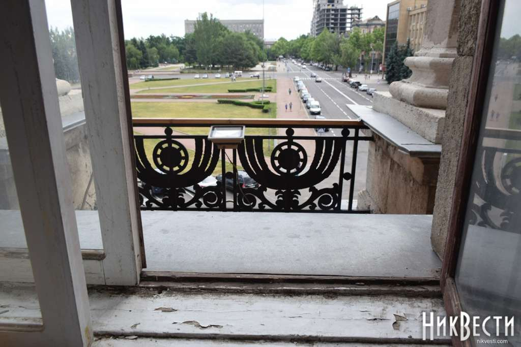 Как клоун !!! Николаевский городской голова опозорился бегством через балкон