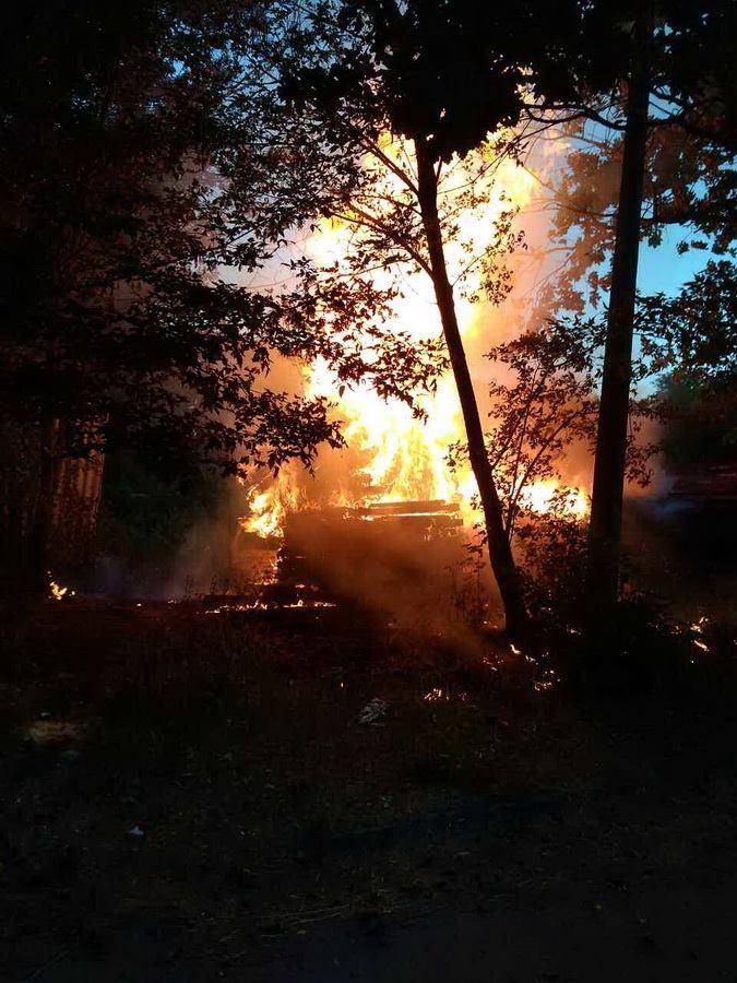 Украина ТАКОГО еще не видела Крупный пожар на территории киностудии им. Довженко! Пылало ВСЕ! (ФОТО + ВИДЕО)