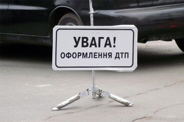 Масштабное ДТП на трассе Киев-Чоп. Жертву переехали сразу две фуры. Это видео доведет вас до слез!