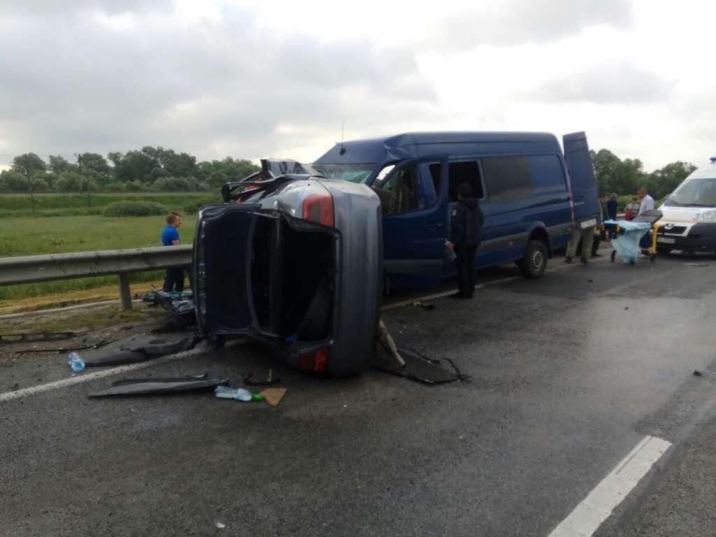Ужас какой-то!!! На Буковине произошло жуткое смертельное ДТП, погибли почти все (ВИДЕО)