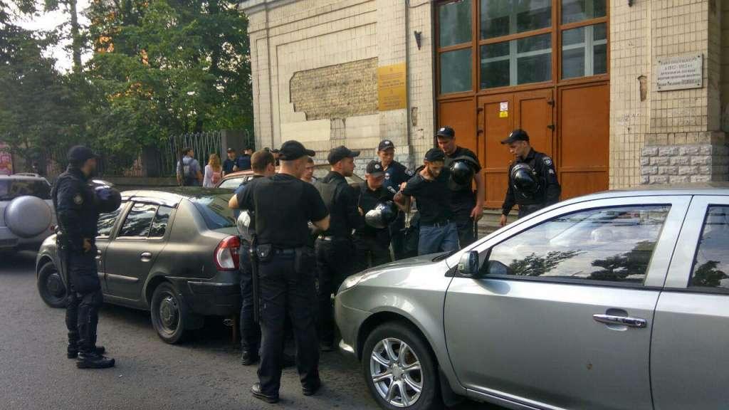 СРОЧНО !!! Полиция, металлоискатели и решетки! В центре Киева сейчас очень напряженная ситуация! (ФОТО)