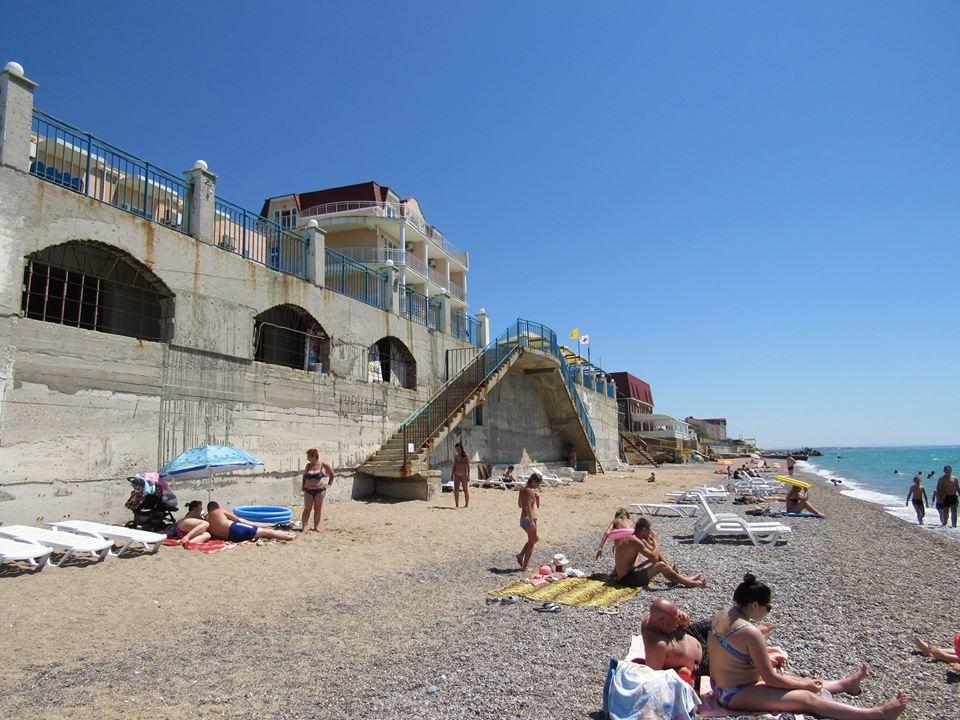 «Готовые к купальному сезону»: в сети показали ужас на пляжах оккупированного Крыма! Зрелище не для слабонервных!