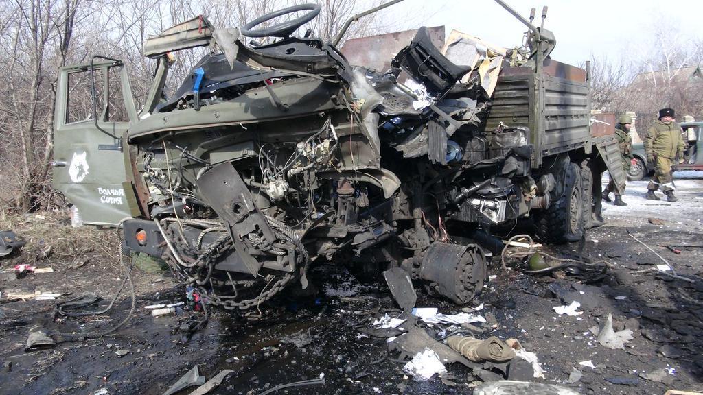 Украина в слезах! На Донбассе взорвали КамАЗ с мирными жителями. Что за адское перемирие?