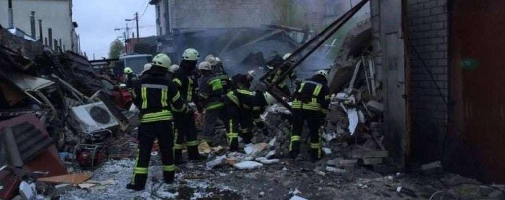 СРОЧНО!!! В Киеве страшный пожар, сообщают о взрыве. Столицу накрыло облако дыма