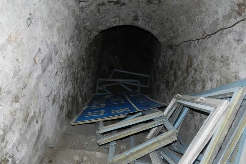 Три маленьких братика умерли в подвале… Жестокое убийство, от которого хочется плакать