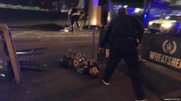 Страшная трагедия! Теракт в Лондоне не оставил равнодушным никого! Шокирующие фото и жуткие детали! Боль и сострадание!(ВИДЕО)