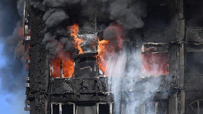 Там был ад!!! Ночью во Львове зажгли сразу два важных здания, еще такого пожара город не видел (ВИДЕО)