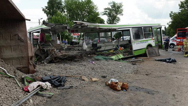 УЖАС!!! КАМАЗ влетел в маршрутку и легковушку. То, что произошло на Харьковщине просто сбивает с ног, много пострадавших