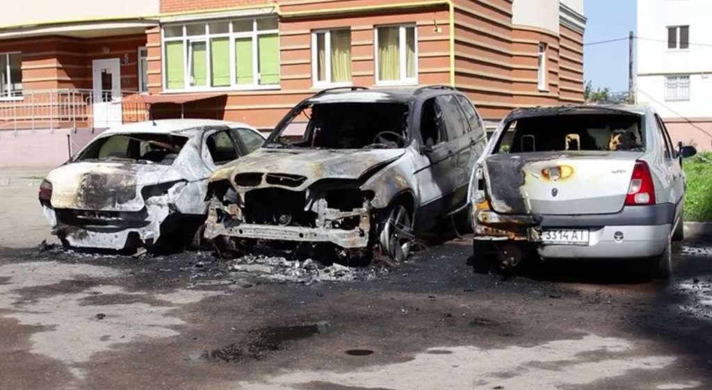 УЖАС, он полностью сгорел!!! Подожгли автомобиль скандального нардепа, на нем же его дети ездили…