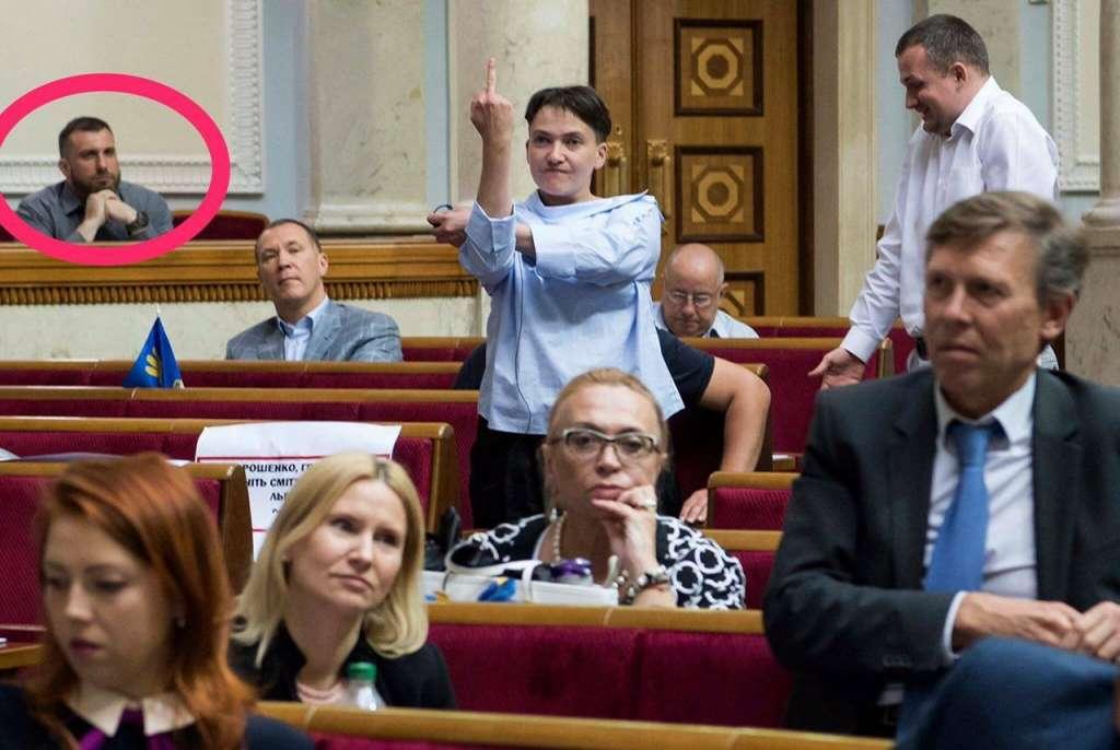 Когда эти дети угомонятся: Савченко показала ЕЩЕ ОДИН неприличный жест, которому она научил Гройсман! Стыдно и противно (ВИДЕО 18+)
