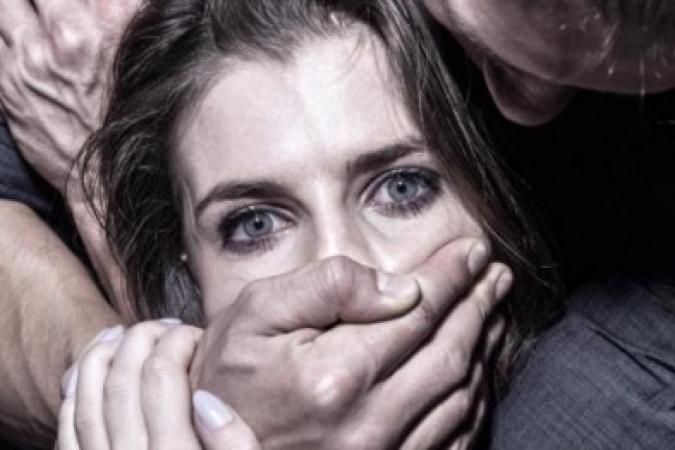 Во Львове чуть не изнасиловали женщину в подземном переходе! От деталей мороз телом!
