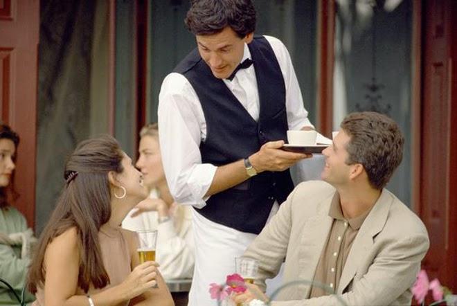 Официанты обнаглели !!! Летнюю женщину «обложили» матом в одесском ресторане. Вы будете в шоке от подробностей