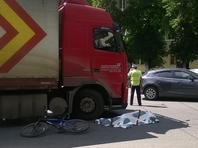 Вы жилах стынет кровь: На Львовщине фура наехала на велосипедиста!