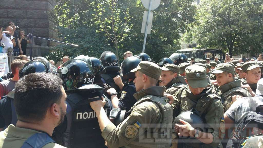 СРОЧНО!!! Под Администрацией президента ТАКОЕ творится, полиция едва сдерживает наплыв