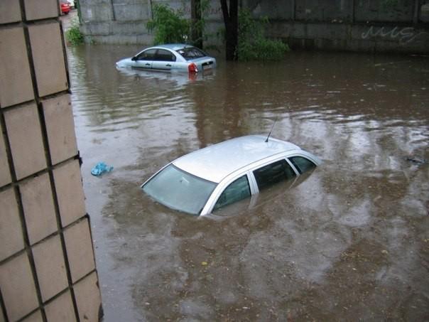 Главный вокзал ушел под воду!!! Погодная катаклизма свирепствует в Симферополе, эти фото доводят до истерики
