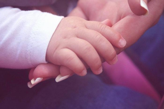 Чтобы родители не узнали: То что молодая мама сделала с младенцем просто в голове не укладывается
