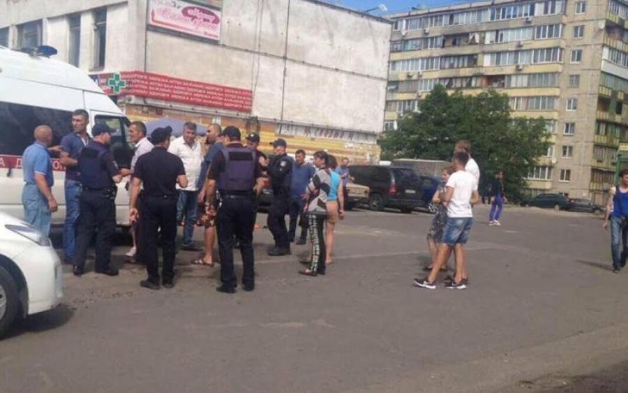 «Слова уже не действуют» В столице произошла кровавая стрельба на рынке. Есть пострадавшие