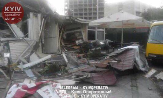 Это настоящий УЖАС! В Киеве снесли кафе. Внутри были люди. Детали поражают!