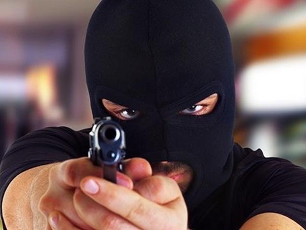 Вооруженное ограбление !: В Одессе трое молодых людей, размахивая пистолетами, обчистили предпринимателя