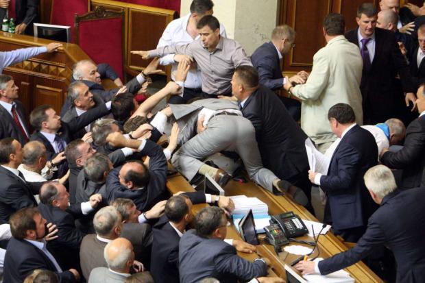 Кто кого? В Раде произошла массовая драка между депутатами. Ляшко и Соболев на передовой!