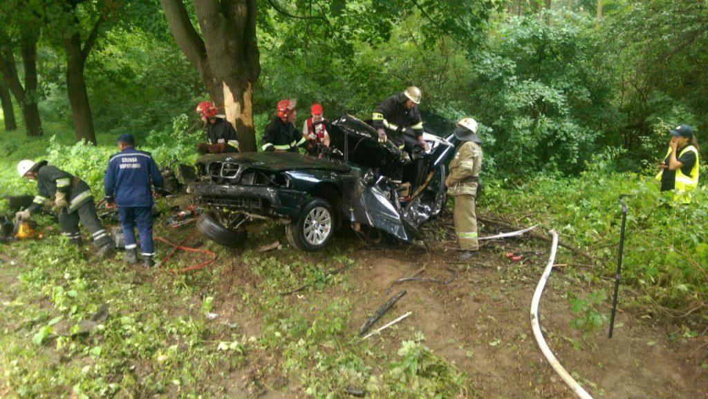 И мокрого места не осталось: на Львовщине произошло страшное ДТП, грузовик полностью разбил легковушку, есть погибшие