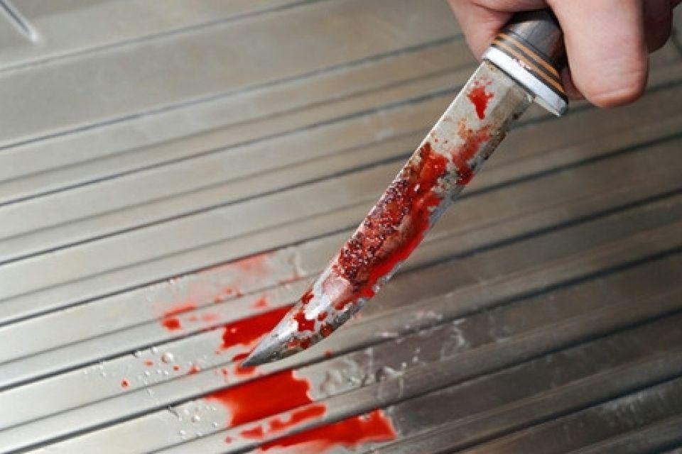 Кровь текла рекой!!! В Херсоне жестоко подрезали мужчину прямо на улице