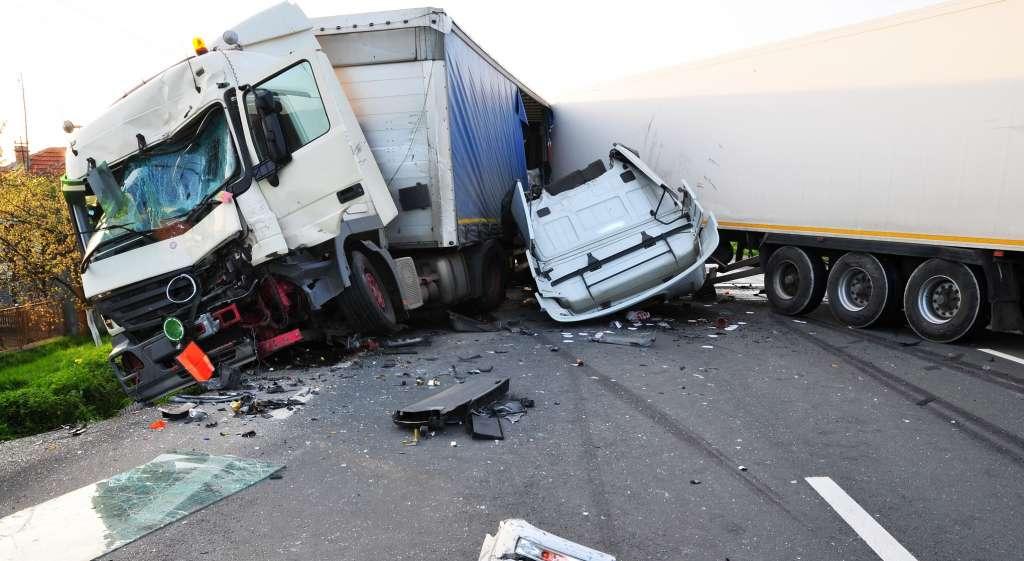 трашно и больно… В Запорожской области произошло жуткое ДТП, водитель погиб на месте, 9 человек госпитализированы