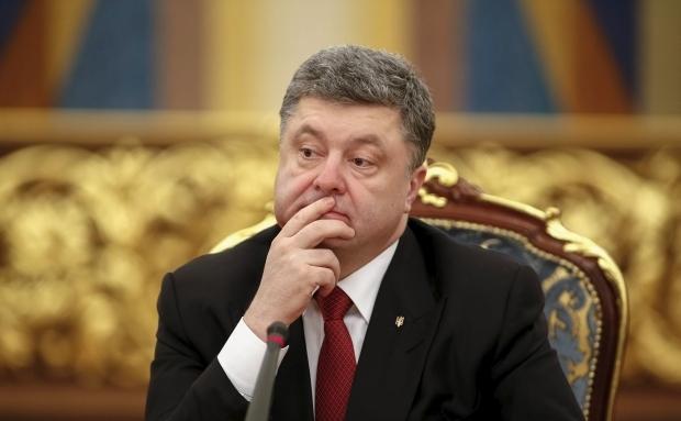 Здесь не до шуток. Молдавский переводчик не знал как реагировать на слова Порошенко!