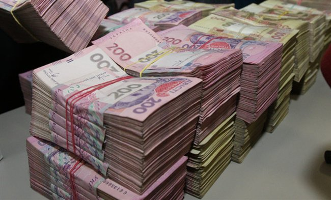 Стало известно, почему украинцы массово меняют иностранную валюту на гривны