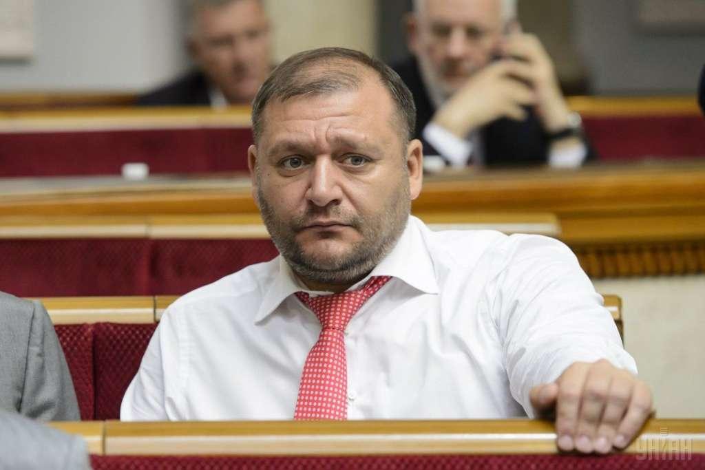 «Он явно знает чем закончится заседание»: Селфи Добкина из зала суда возмутило Сеть!