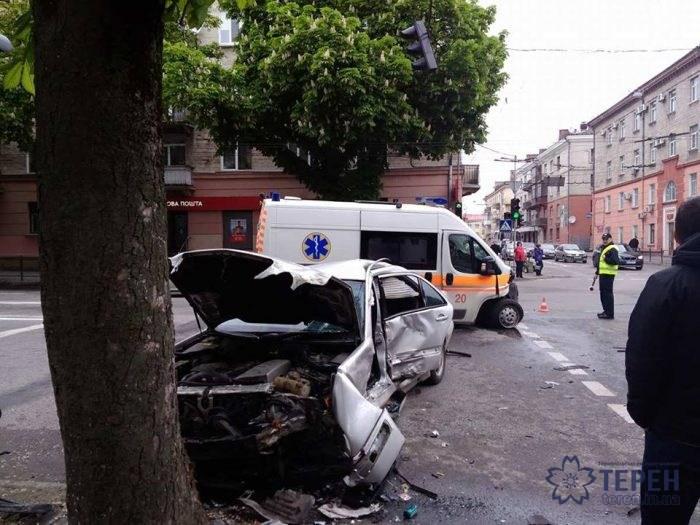 Остался только кусок железа: во Львове произошло страшное ДТП с участием «скорой», есть пострадавшие