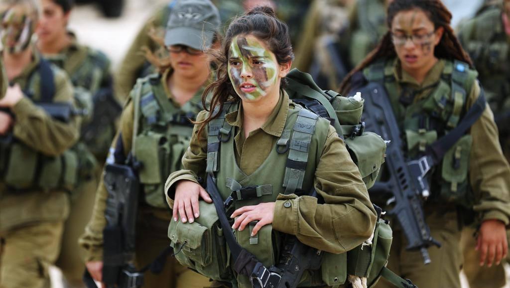 «На такое стоит посмотреть: Соблазнительная девушка-солдат покорила сеть: ГОРЯЧИЕ ФОТО