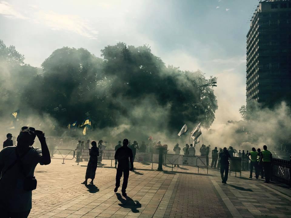 СРОЧНО! Происходящее возле Рады наводит ужас на всю страну. Там все в дыму!