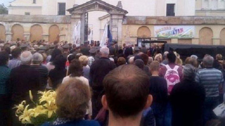 ШОК! То, что настоятель храма во Львовской области сделал с погибшим бойцом АТО шокировало всю Украину. Такая жестокость в голове не укладывается!