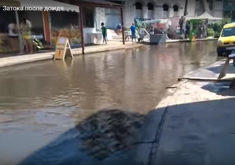 Непогода наделала страшной беды в популярном курортном городке Украины. Там ТАКОЕ творилось (ВИДЕО)