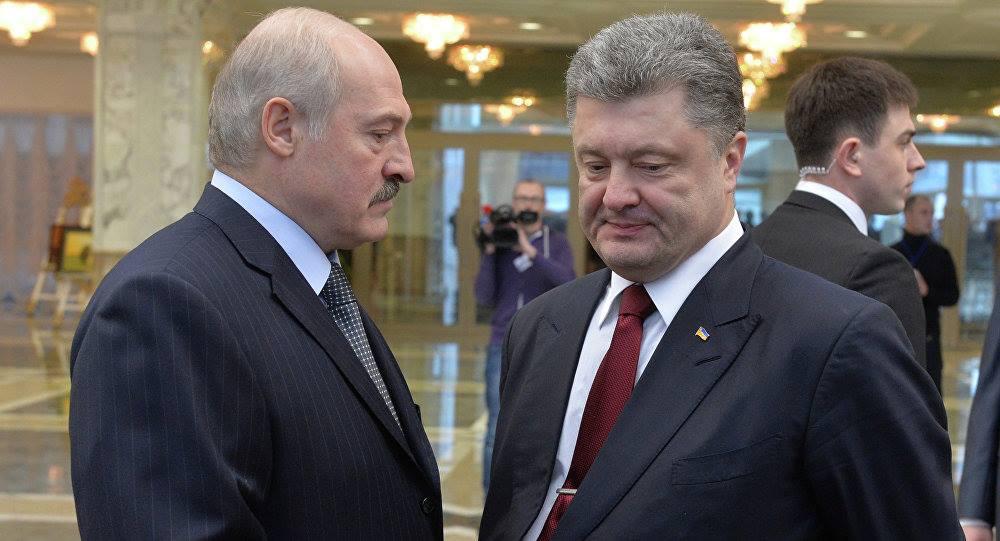 «Оце втнула»:На встрече Порошенко и Лукашенко девушка обнажила грудь. Вы бы видели их лица!