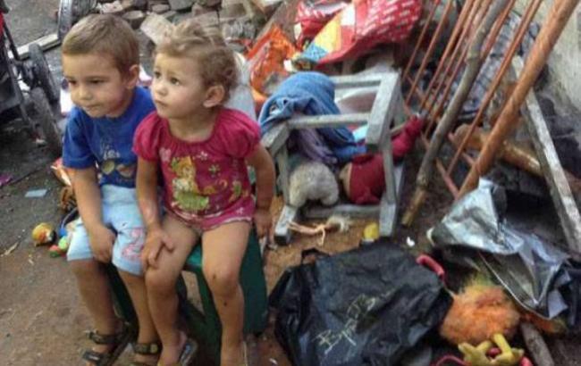 «Еда в обуви и полная антисанитария» В Мариуполе горе-мать так запустила 4-х малолетних детей, что в полицейских язык отняло