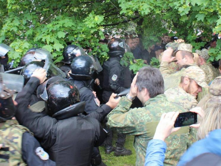 Полицейские против АТОшников! Подробности избиения ветеранов боевых действий вас просто ужаснут!