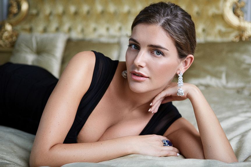 Эротика и богатство: помощница «скандального нардепа» шокировала Сеть своими развратными фото, держите себя в руках